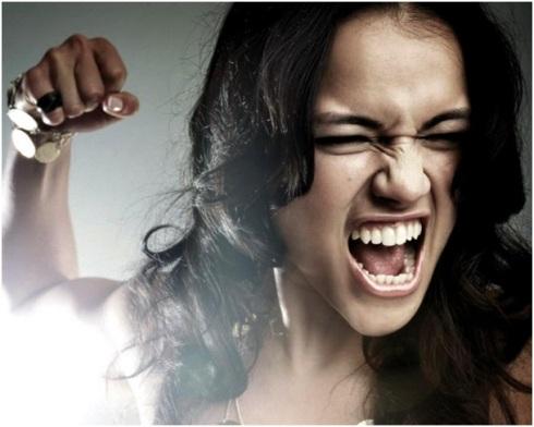 femme-qui-tape-violente-les-10-fois-ou-je-me-suis-enervee